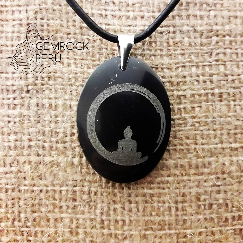 Dije hecho a mano de jade negro con grabado de buda y gancho de plata esterlina