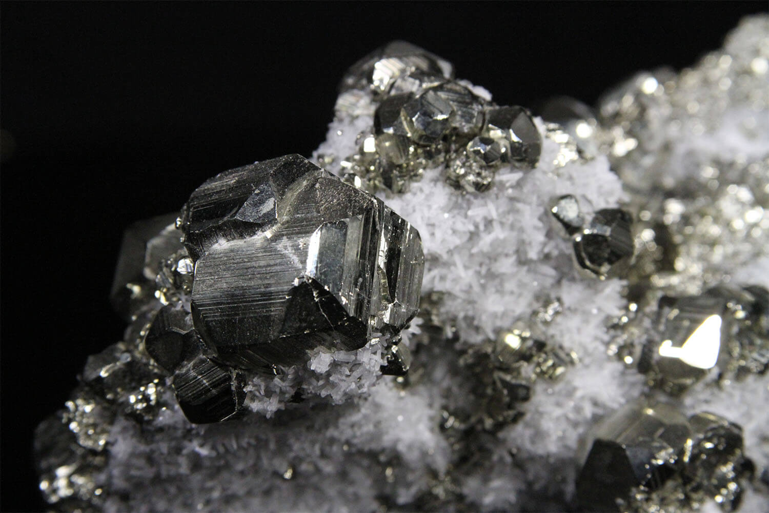 Huanzala quartz and pyrite crystal cluster at gemrock online auctions