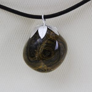 Stromatolite-pendant-with-sterling-silver-leaves-DTam-Stro-003a