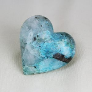 Beautiful heart with perfect shape and superior polish hand-made from peruvian Blue Ice quantum cuatro